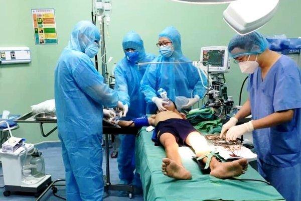 Kịp thời cấp cứu bệnh nhi bị thanh sắt đâm thủng phổi