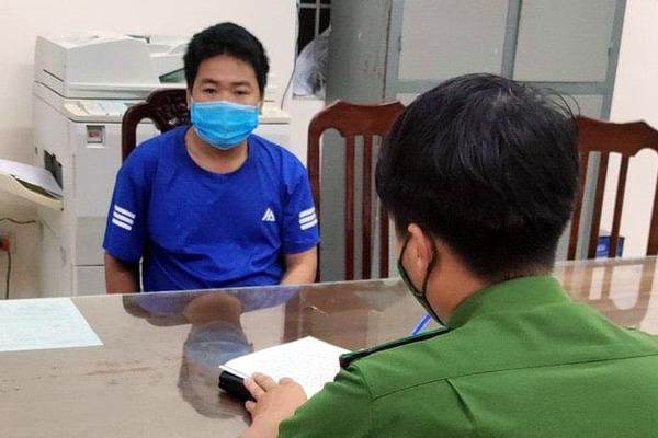 Nam thanh niên lăng mạ cán bộ chốt chống dịch, về trụ sở tiếp tục ăn vạ