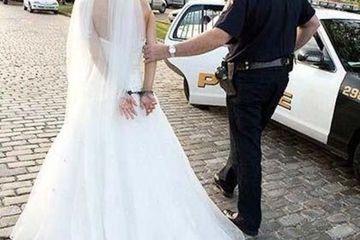 Hi hữu cô dâu bị bắt vì cắn cảnh sát ngay trong tiệc cưới