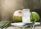 Vì sao nước dừa được các bác sĩ kiến nghị đưa vào cho bệnh nhân Covid-19 uống?