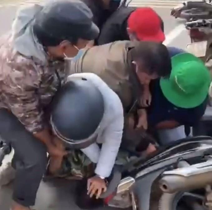 Công an nổ súng vây bắt 2 đối tượng trốn nhà tạm giữ từ Gia Lai qua Đắk Lắk