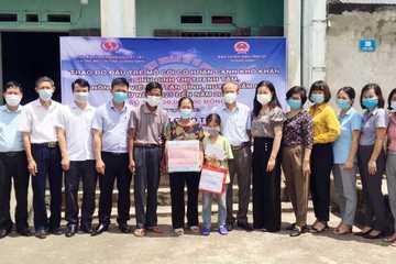 Quảng Ninh: Trao kinh phí đỡ đầu cho học sinh mồ côi