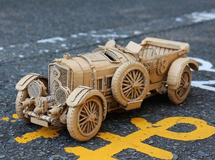 Biến bìa cứng thành ô tô, xe máy giống như thật, tỉ mỉ đến từng chi tiết