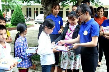 Đắk Nông hỗ trợ sách vở cho hàng chục nghìn học sinh khó khăn