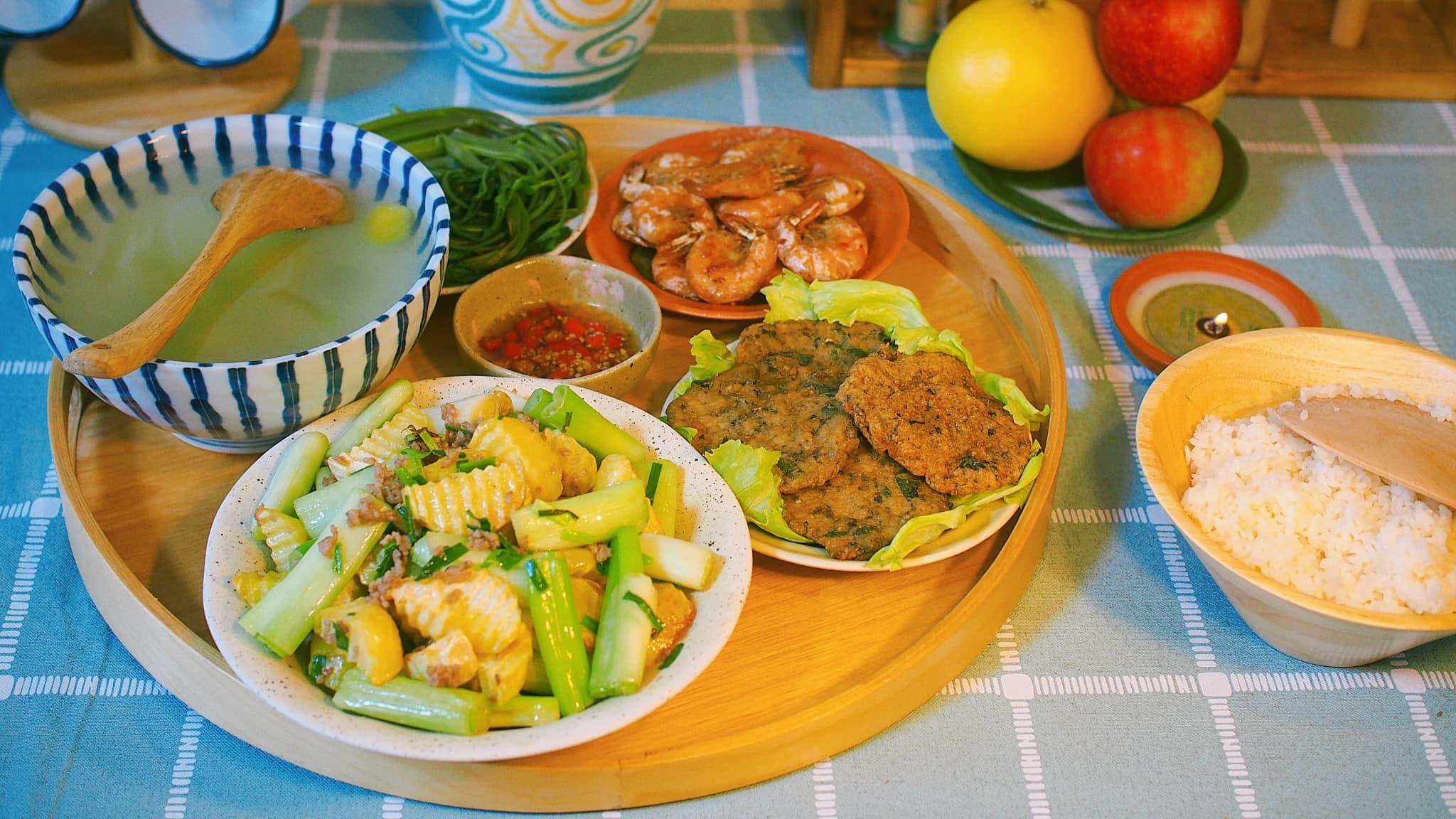 Dân mạng 'lác mắt' với mâm cơm đậm hương vị Việt trên đất Nhật của mẹ đảm 8X