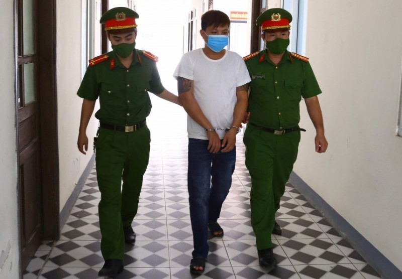 Nam thanh niên cố tình thông chốt, tấn công lực lượng phòng dịch ở Hà Tĩnh