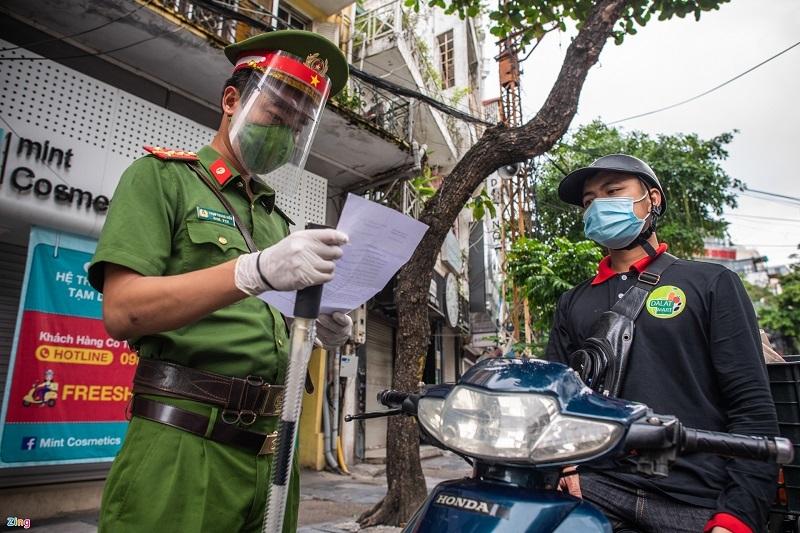 Công an Hà Nội tiếp nhận hồ sơ cấp giấy đi đường mới từ hôm nay (5/9)