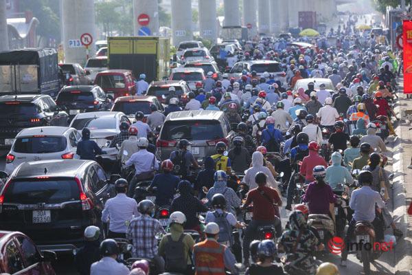 Ùn tắc hàng trăm mét tại chốt kiểm soát Hà Nội ngày đầu tuần