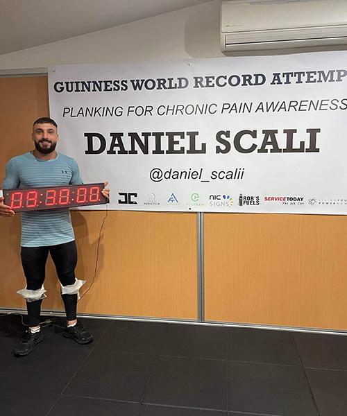 Lập kỷ lục plank lâu nhất thế giới kéo dài hơn 9 giờ đồng hồ