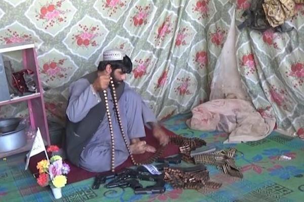 Dân buôn vũ khí ở Afghanistan trúng mánh lớn nhờ Taliban