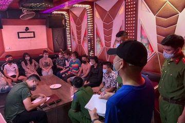 10 thanh niên Hà Nội lén tụ tập 'bay lắc' trong quán karaoke giữa lúc chống dịch căng thẳng