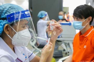 TP.HCM tiêm trộn vắc xin Pfizer cho người tiêm Moderna mũi 1: Đơn vị tiêm chủng nói gì?