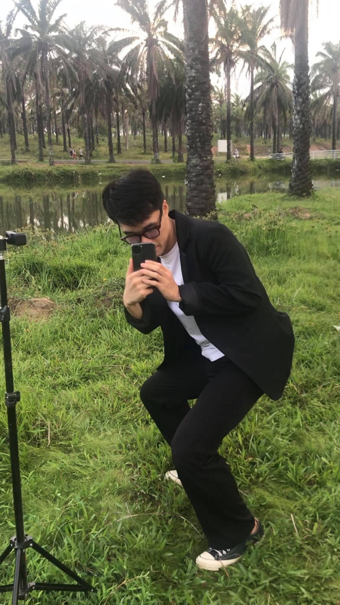 Chàng trai Quảng Trị gây 'bão mạng' với câu nói: 'Không cần giàu, chỉ cần biết chụp ảnh là có người yêu'