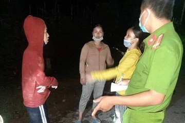 Xuyên đêm tìm kiếm 5 người dân đi nhổ nấm tràm bị lạc trong rừng
