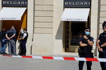 Cướp trang sức và đá quý có giá hơn 11 triệu USD giữa ban ngày ở Pháp