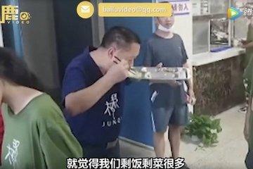Trung Quốc: Thầy Hiệu trưởng tiết kiệm, ăn thức ăn thừa của học sinh