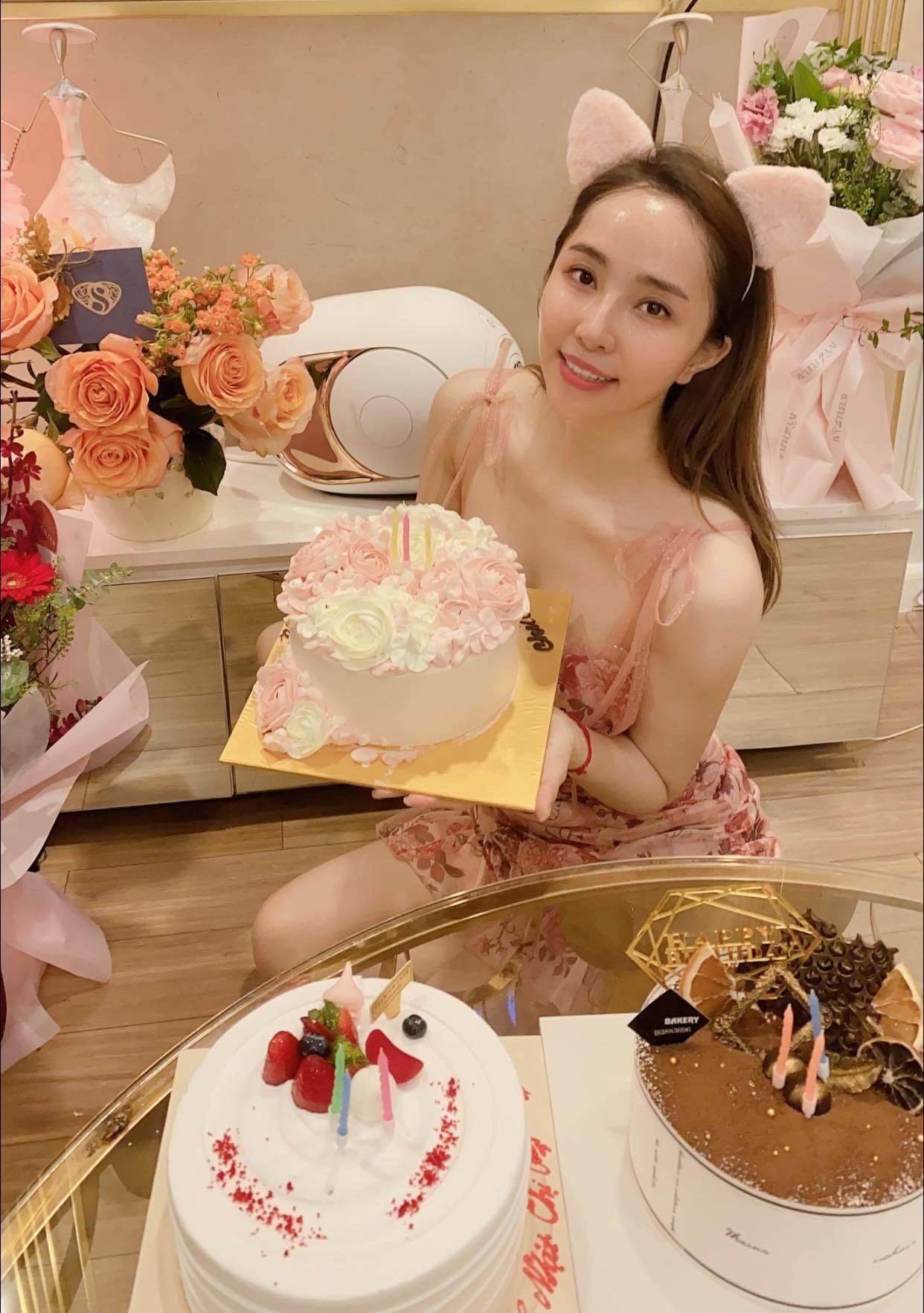 Bị antifan 'nâng khống' lên 50 tuổi đúng dịp sinh nhật, Quỳnh Nga đáp trả 'cực gắt'