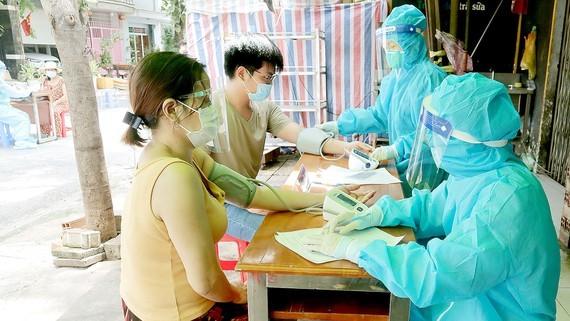 Hà Nội: Người phải tiêm vắc xin ở bệnh viện đăng ký như thế nào?