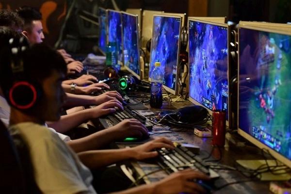 Chàng trai 20 tuổi 'trở về từ cõi chết' sau khi thức cả đêm chơi game