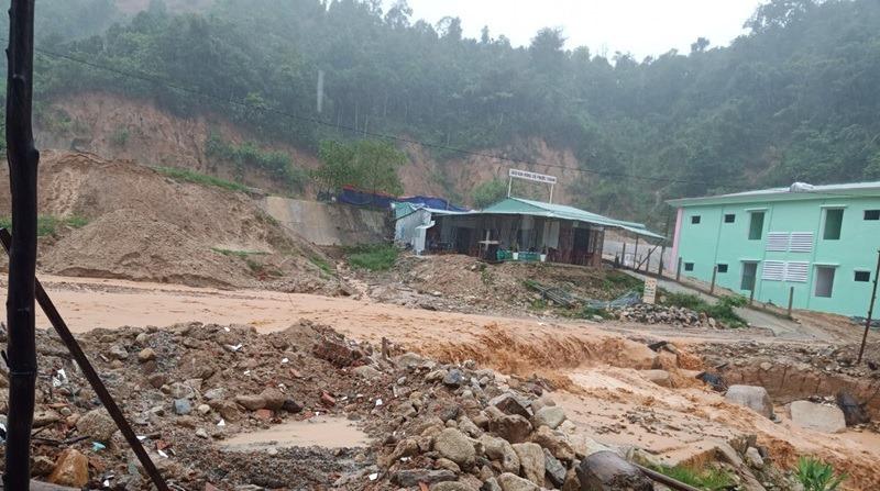 Quảng Nam: Đưa 14 tấn gạo vào vùng sạt lở trước khi bão đổ bộ