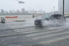 Tâm áp thấp nhiệt đới hiện ở trên biển Đà Nẵng đến Quảng Ngãi, nhiều tuyến đường ở Đà Nẵng ngập lớn