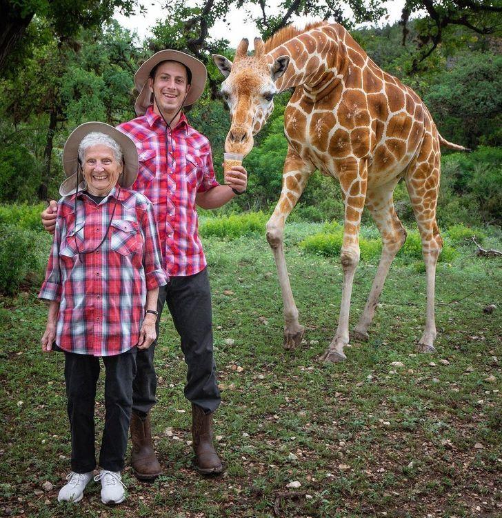 Khoảnh khắc vui nhộn của cụ bà 95 tuổi chứng minh tuổi tác chỉ là con số