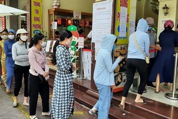 Người Hải Phòng xếp hàng mua bánh Trung thu truyền thống