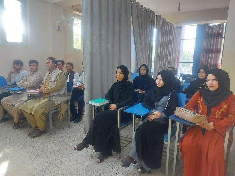 Taliban loại bỏ các môn học trái ngược với Sharia khỏi chương trình giảng dạy