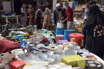 Không tiền và việc làm, người dân Afghanistan mang đồ đạc trong nhà đi bán