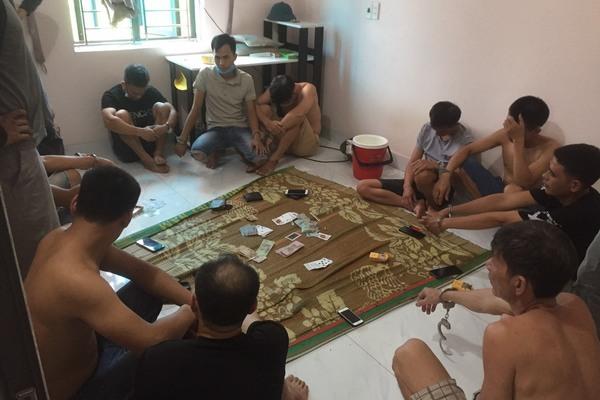 Bắt gọn 11 đối tượng tụ tập đánh bạc
