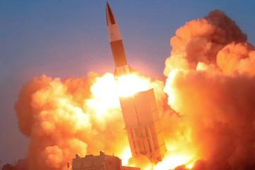 Triều Tiên vừa phóng 2 tên lửa đạn đạo vào biển Nhật Bản?