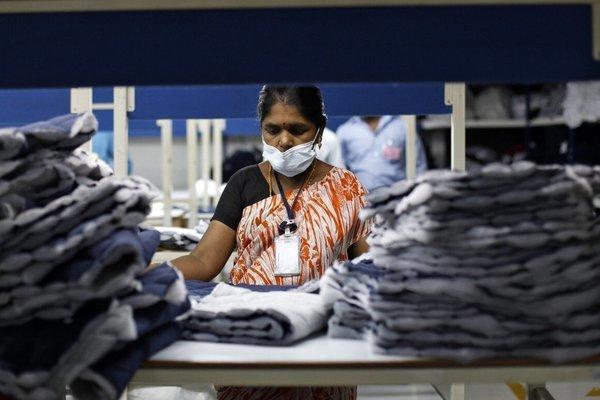 Phụ nữ Ấn Độ đấu tranh 'quyền được ngồi' khi làm việc