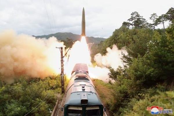 Ai là người giám sát 2 vụ phóng tên lửa mới nhất của Triều Tiên?