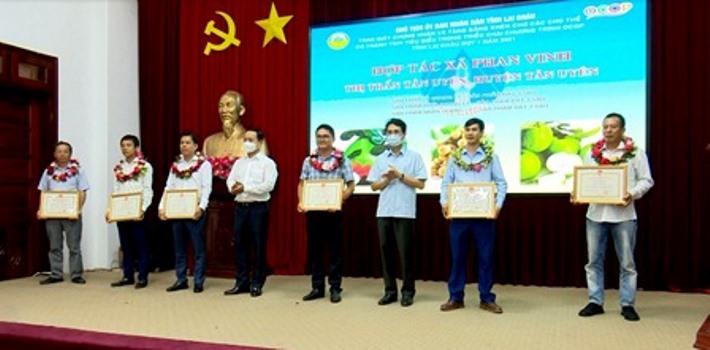Lai Châu trao giấy chứng nhận cho 13 sản phẩm OCOP đợt 1 năm 2021