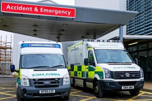Bệnh nhân Scotland qua đời trong khi chờ xe cứu thương suốt 40 tiếng