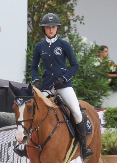 Con gái út nhà sáng lập Apple tự kiếm tiền bằng đam mê đua ngựa