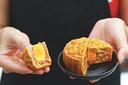 Đi bộ 1h mới tiêu thụ hết năng lượng từ một miếng bánh trung thu nặng chưa đến 1 lạng