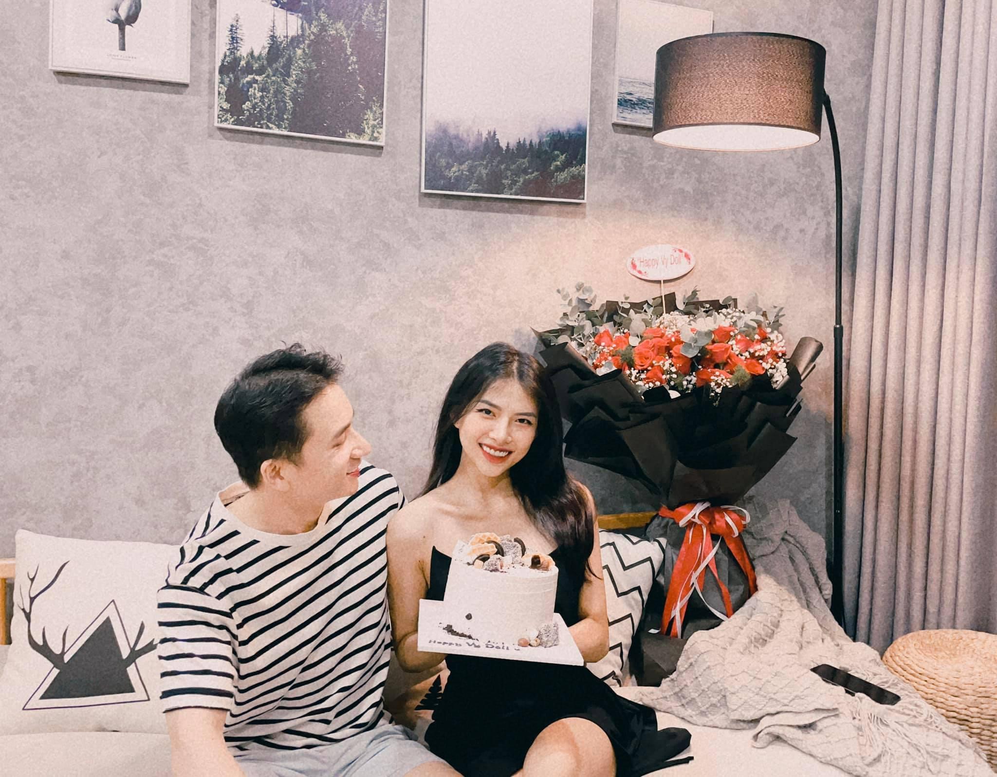 Cộng đồng mạng 'cười bò' với màn đối đáp bằng thơ 'bá đạo' của vợ Phan Mạnh Quỳnh