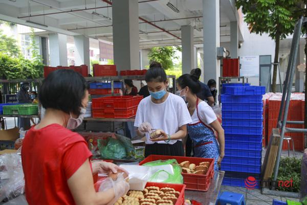 Xếp hàng mua bánh trung thu,bánh trung thu truyền thống,bánh trung thu bảo phương,dịch bệnh,đông người,bánh trung thu,xếp hàng