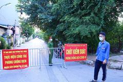 Từ ổ dịch ở vùng xanh Long Biên, người ốm tự mua thuốc và nguy cơ bùng phát dịch
