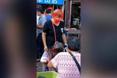 Phong cách đi chợ 'có một không hai' thời dịch của các bà nội trợ