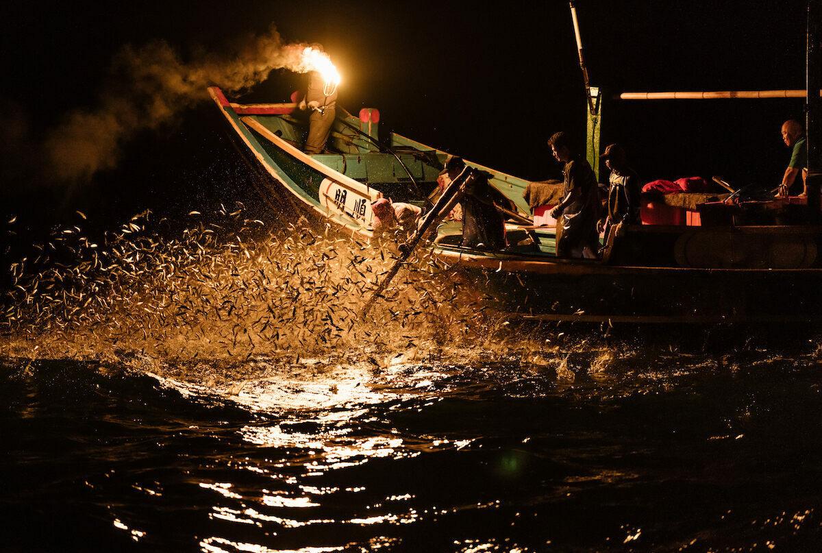 Độc đáo màn đánh cá bằng lửa trong đêm, kỹ thuật cổ xưa ở Đài Loan