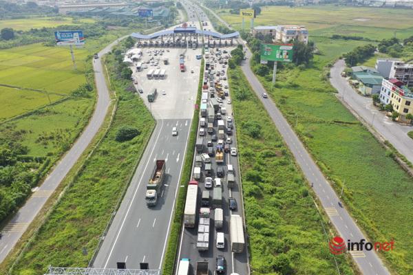 Hà Nội 'nới lỏng', người dân đổ xô về quê, cửa ngõ Pháp Vân tắc nghẽn cả km