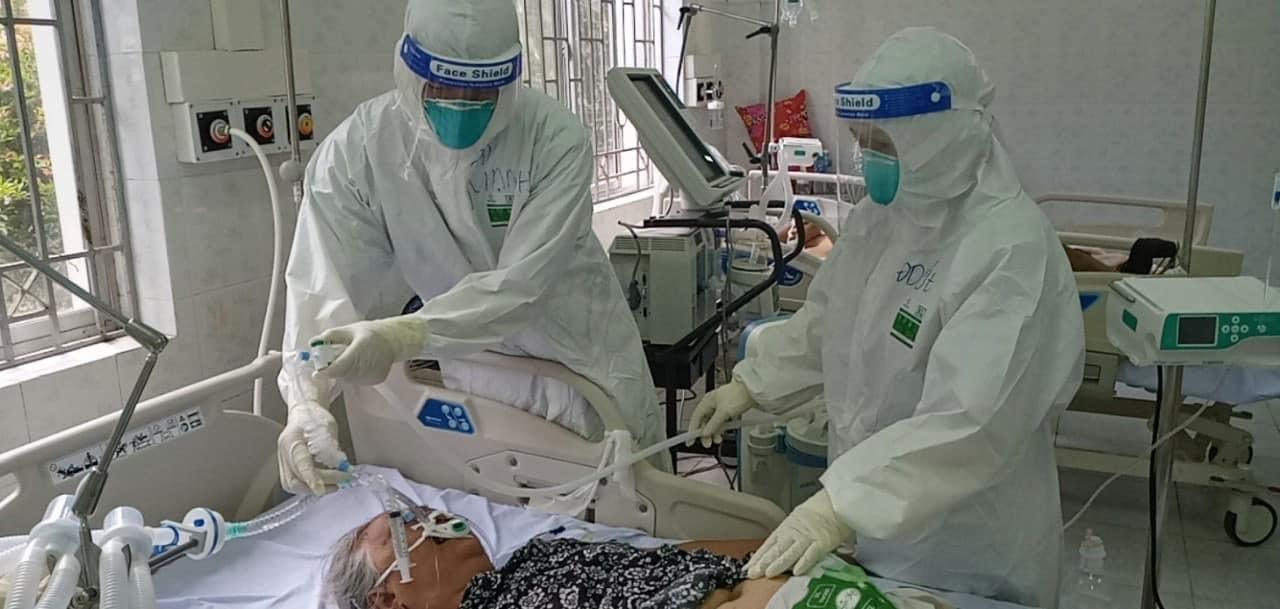 Chờ lên cáng sợ không kịp, nam điều dưỡng cõng F0 đi cấp cứu khi SPO2 ở mức 'tử thần'