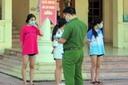'Đột kích' quán karaoke, phát hiện trẻ em 13 tuổi dương tính với ma túy