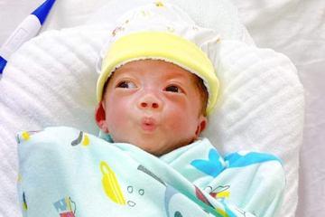 Nghệ An: Cứu sống kỳ diệu trẻ sinh non 28 tuần, chỉ nặng 600gram
