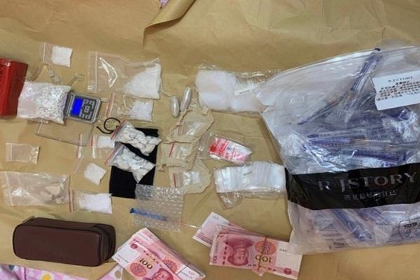 Trung Quốc: Cất giấu 24 kg ma túy vào 30 lon sữa bột để buôn lậu