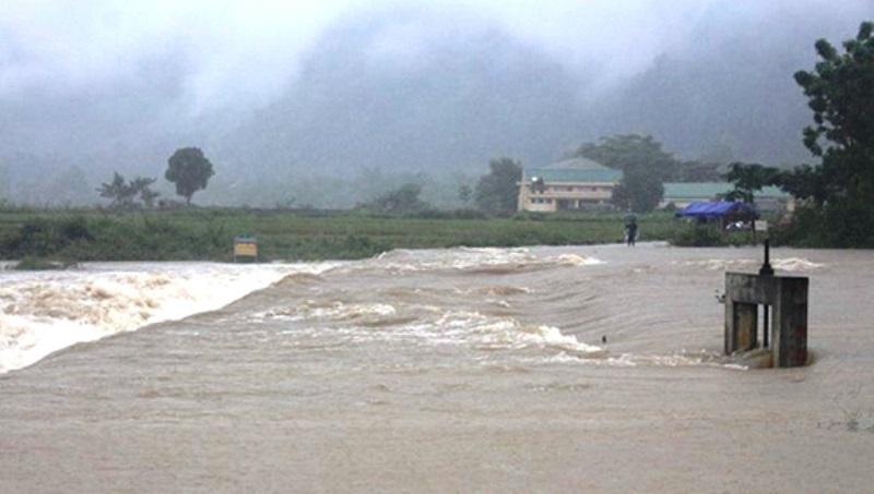 Nghệ An: Mưa lớn dài ngày quốc lộ ngập gần nửa mét, nhà cửa, tài sản thiệt hại nặng