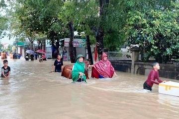 Nghệ An: Mưa lũ, 1 người mất tích, gần 700 nhà dân bị ngập, người dân di dời khẩn cấp