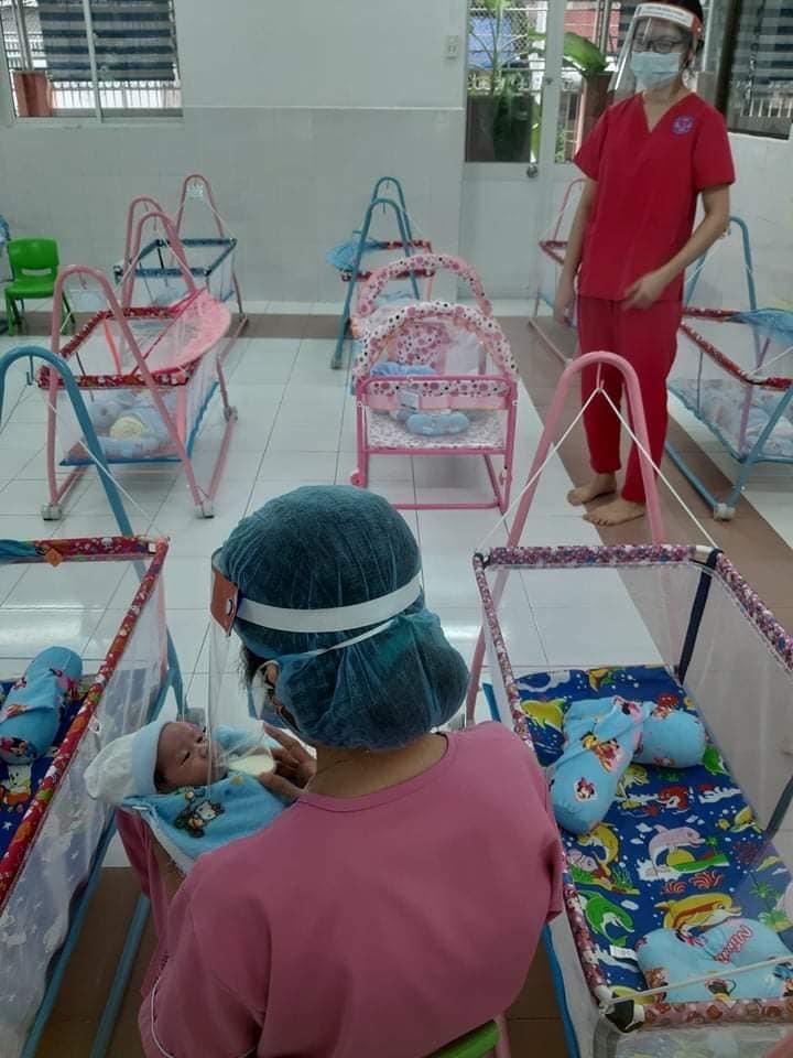 Nơi ăn ngủ của hàng trăm đứa trẻ sơ sinh phải xa mẹ vì Covid-19